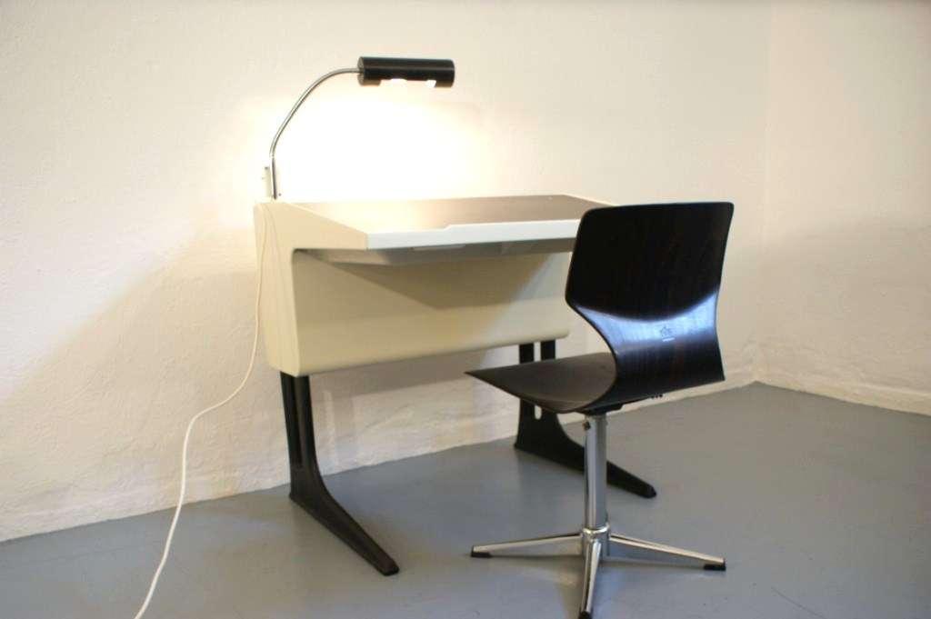 luigi colani fl totto schreibtisch mit lampe und stuhl mitwachsend. Black Bedroom Furniture Sets. Home Design Ideas