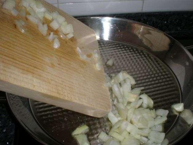 cebolla1t - ▷ Arroz con embutidos 🥘
